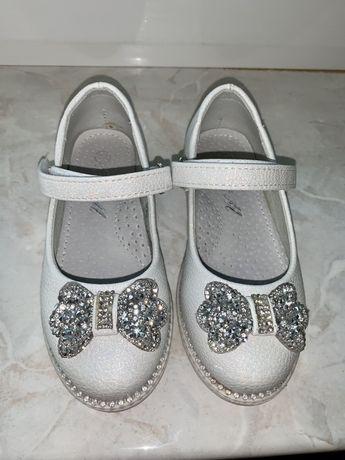 Новые Туфли на девочку 24 размер