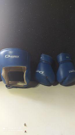 Боксерская перчатка и шлем