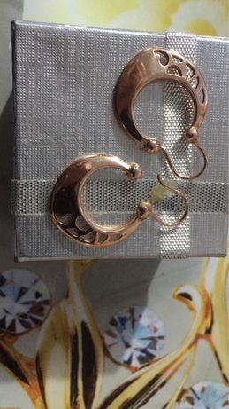 Продам новые золотые серьги