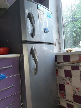 Холодильник серый LG