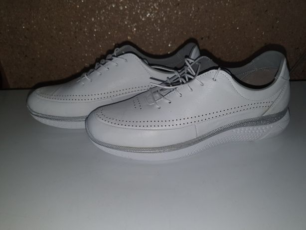 Новые женские кроссовки: размеры 37 и 39