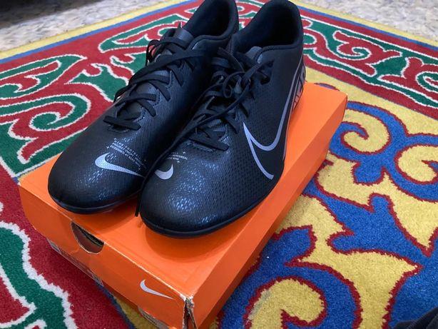 Новые бутсы Nike Mercurial