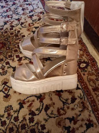 Обувь женская продается