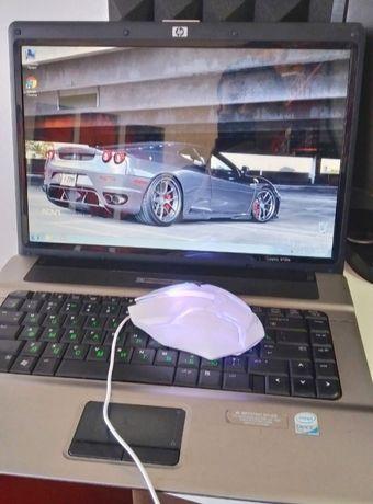 Ноутбук с мышкой