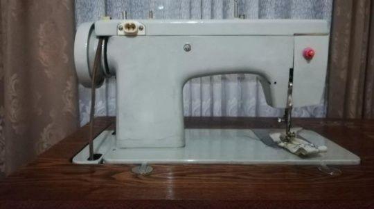 Швейная машинка всё шьёт