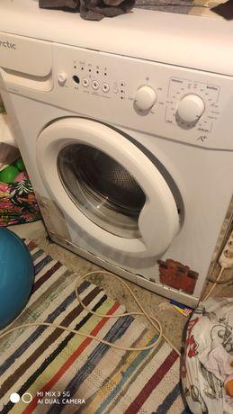 Vând mașina de spălatArctic