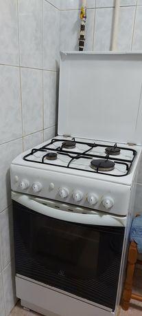 Газовая плита, печь,духовка.