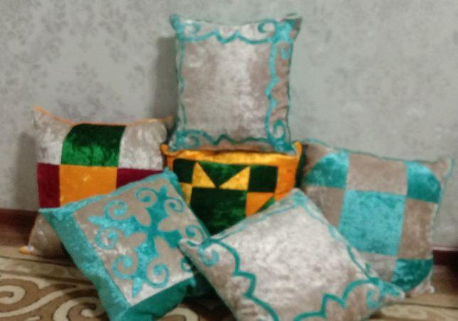 Продаются маленькие подушки.