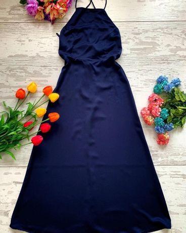 Нова рокля миди с гол гръб.
