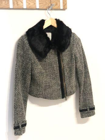 Vând haină crop cu guler de blană neagră
