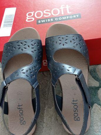 Продавам нови сандали