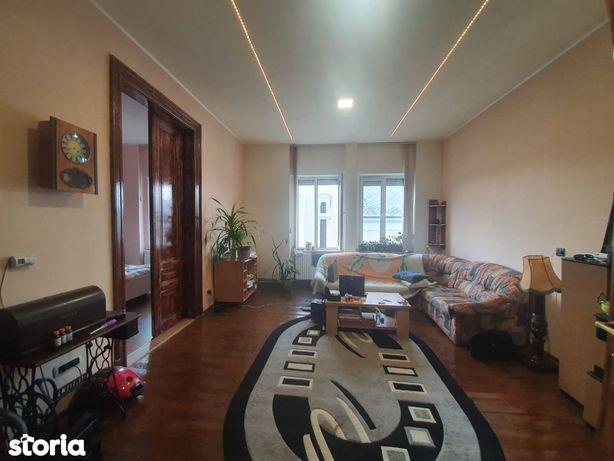 Vand apartament 2 camere, la casa, zona centrala