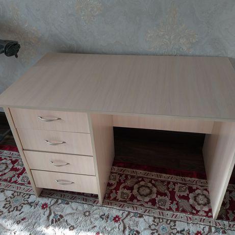 Письменный стол и плюс стул в подарок