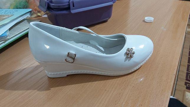 Туфли новые.  Белые