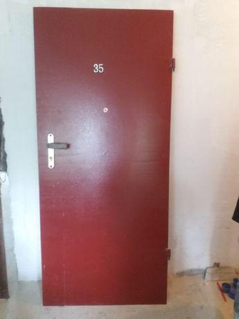 Продам входную дверь на 80