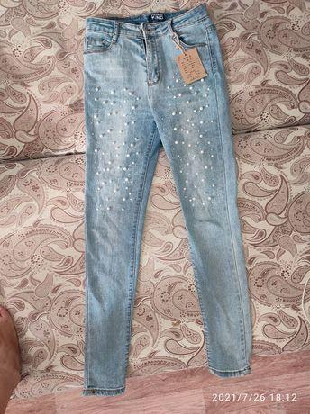 Обменяю джинсы на парфюм размер 27первые новые