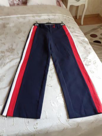 Pantaloni S.Oliver cu banda laterala noi