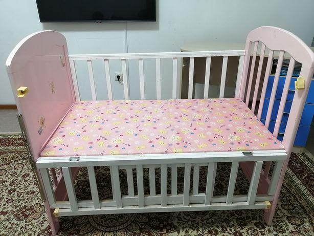 Кровать детская с матрасом и бортиками