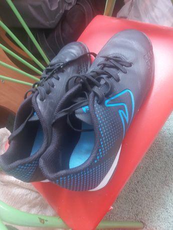 Продам футбольные кроссовки