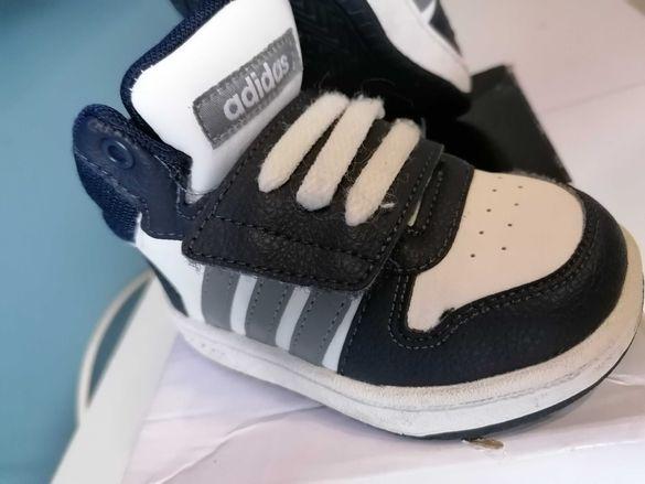 Детски кецове Adidas номер 20. Като нови