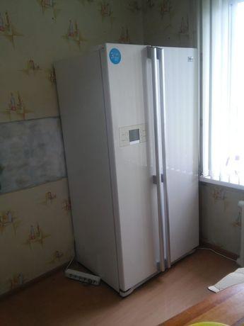 *Холодильник LG*