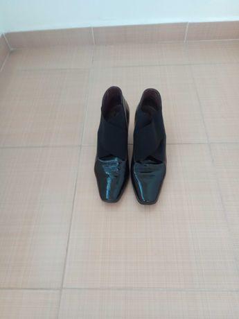 Дамски лачени обувки
