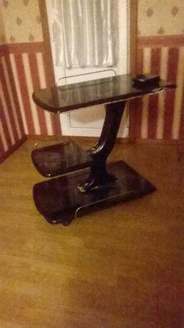 столик под видеотехнику