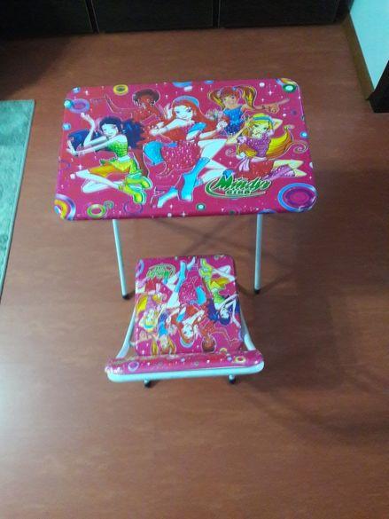 Детцко згаваемо бюро и столче