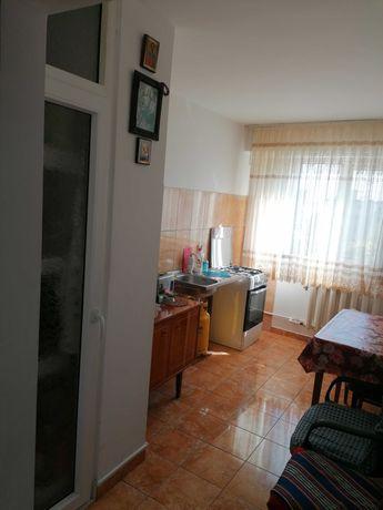 Apartament 3 camere de vanzare 65000 negociabil