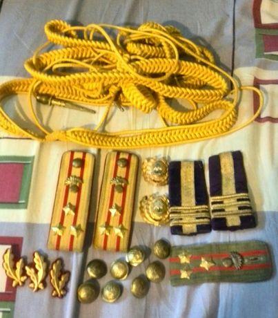 Vând sau schimb obiecte militare vechi din perioada comunismului.
