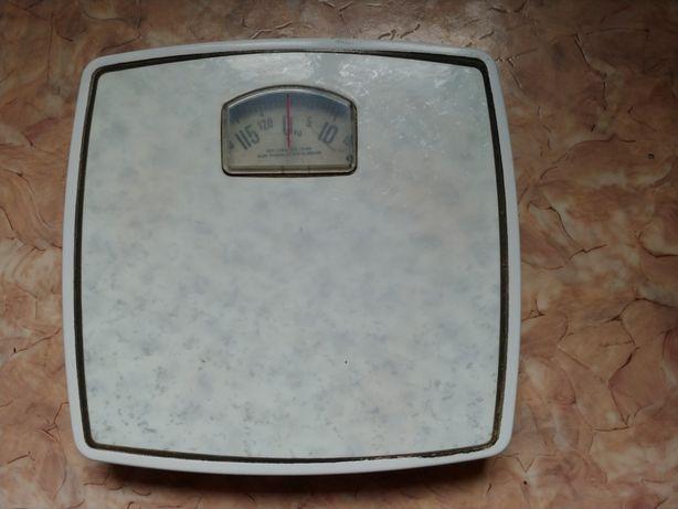 Весы напольные продам