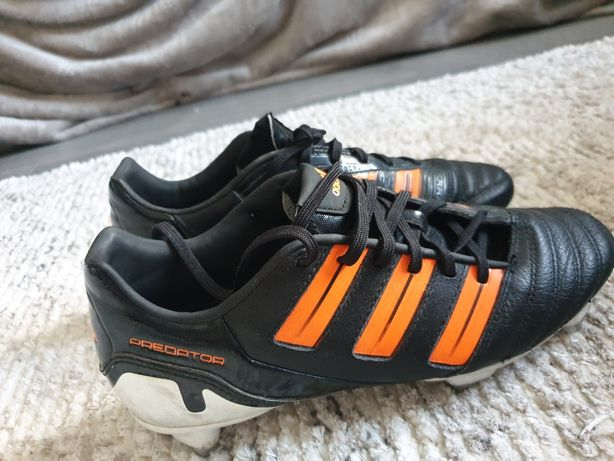 Vand adidasi fotbal.firmaAdidas predator cu crampoane mari