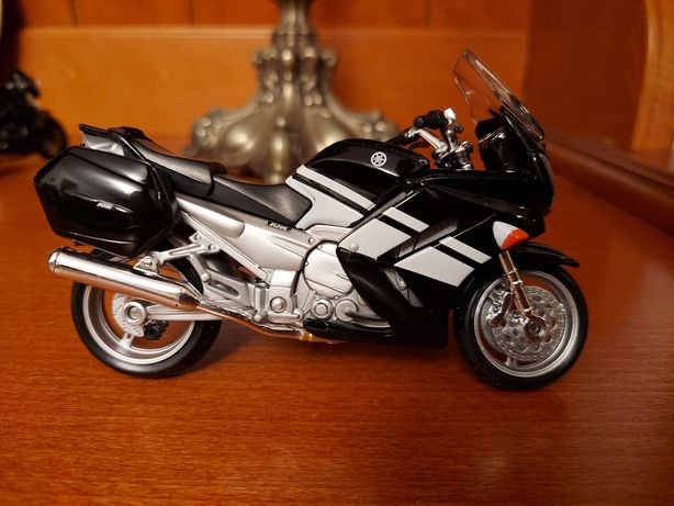 Machete motociclete scara 1/18, lungime 11 cm, noi, Maisto, Bburago
