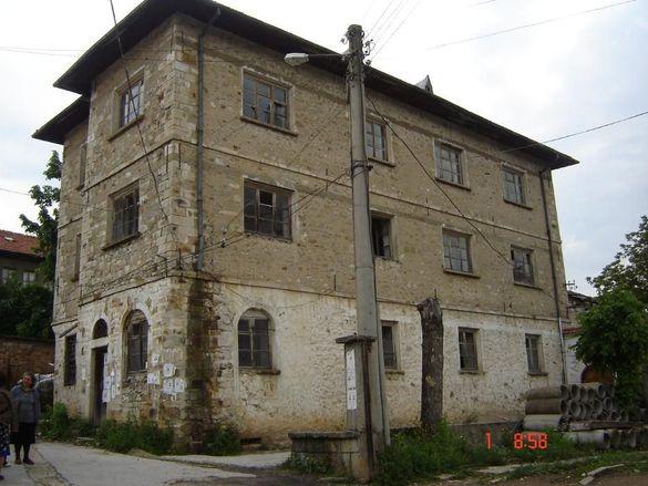Продавам каменна къща до Ски Пистите на к.к. Пампорово 3ет. по 150кв.