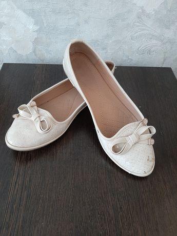 Продам балетки и туфли