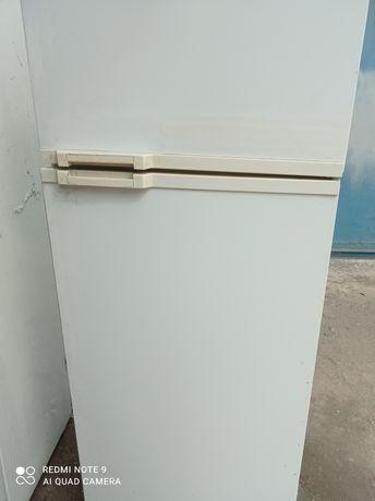 Продам старый холодильник.