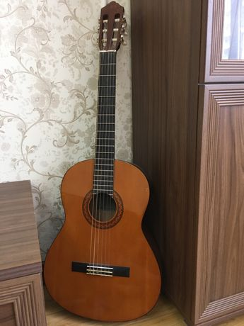 Продам классическую гитару yamaha c40
