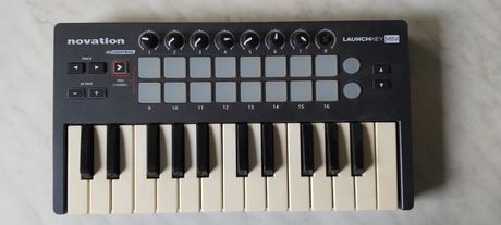 Orga, claviatura, controler Novation Launchkey Mini.