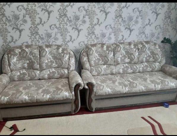 Продаётся мягкая мебель-тройка