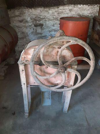 Ръчна машина за ронене на царевица