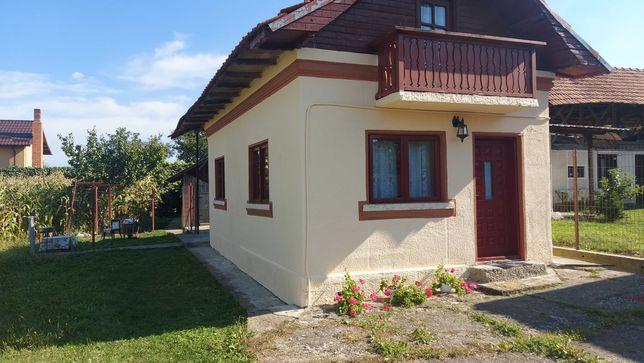 Vand casa si gradina cu  dependinte in Baiculesti , judetul Arges
