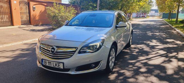 Opel Insignia ușor avariat