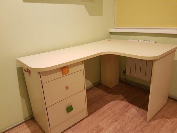Письменный школьный стол