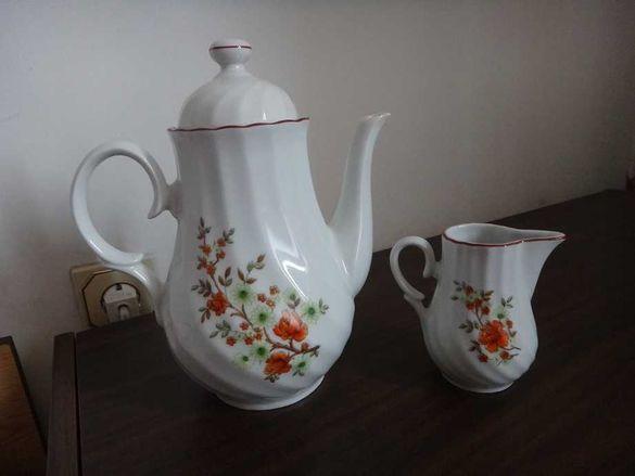 Антика - Ретро Български порцеланов чайник с капак и латиера