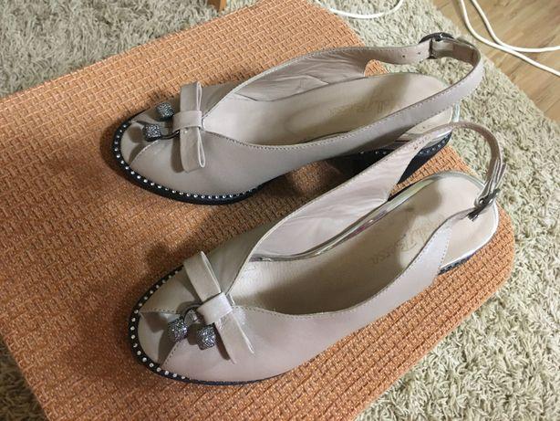 Продаю обувь 36 размера