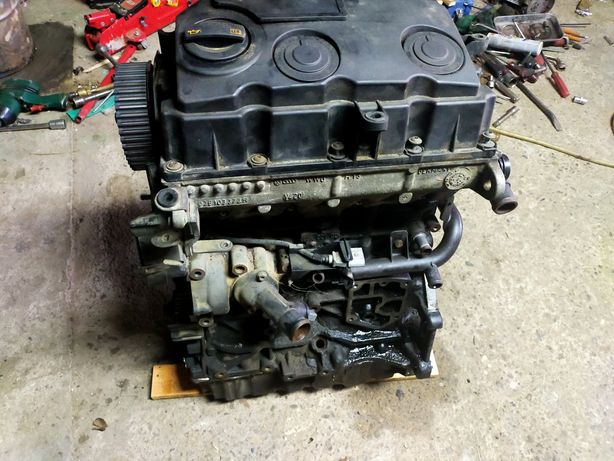Dezmembrez motor 19 BLS