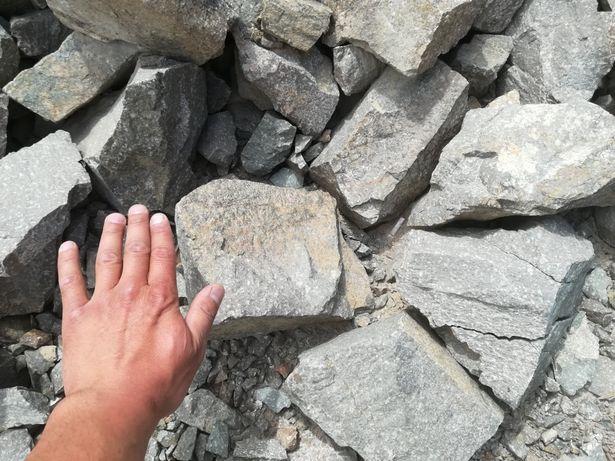 Камень скальный и бутовый, отходы гранита