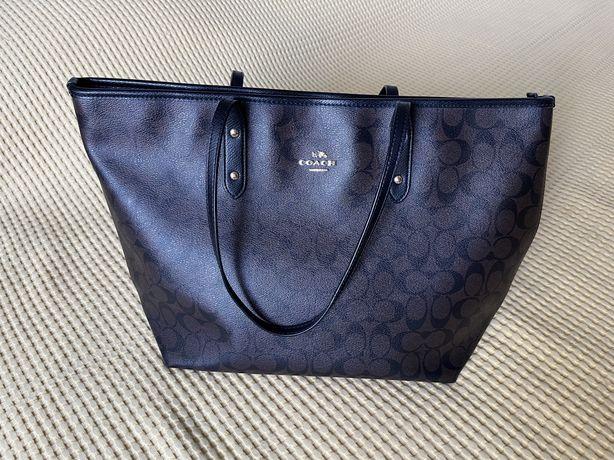 Кожаная сумка бренда Coach