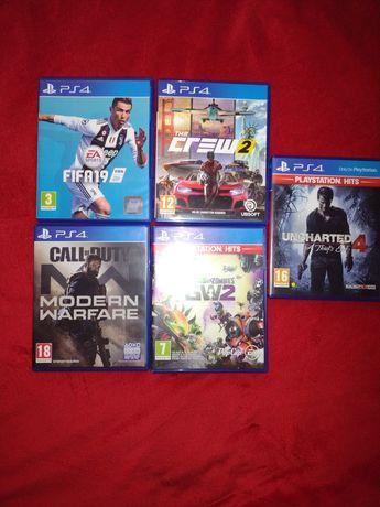 vând jocuri pentru PS4