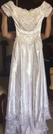 Rochie de mireasa cu trena lunga